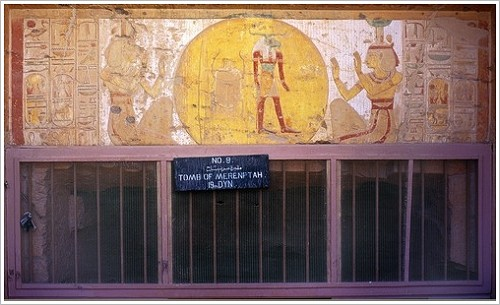 Entrance of KV 8: Sun disk adored by Isis and Nephthys, (c) Francis Dzikowski, TMP