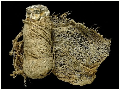 Shabti wrapped in linen with the name of Ahhotep, Dra Abu el-Naga, Luxor West Bank, (c) Consejo Superior de Investigaciones Científicas (CSIC)