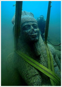 Heracleion: Colossal statue of red granite (5.4 m) representing the god Hapi, which decorated the temple of Heracleion, (c) Franck Goddio/Hilti Foundation, Christoph Gerigk