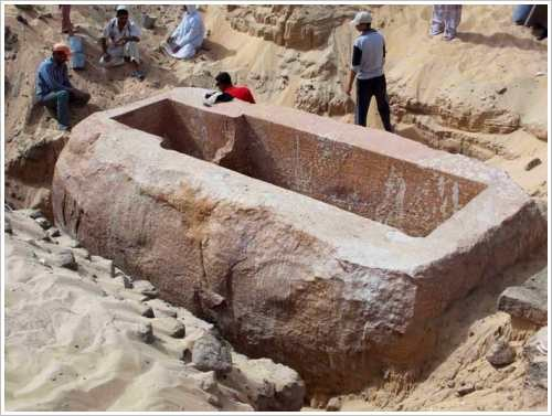 Tomb of Sobekhotep I in Abydos - Sarcophagus, (c) AFP)