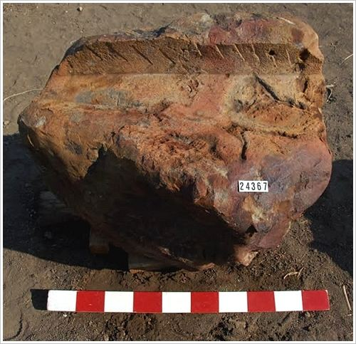 Mortuary Temple of Amenhotep III in Kom el-Hettan: Mission with the fragment of an arm, (c) MSA